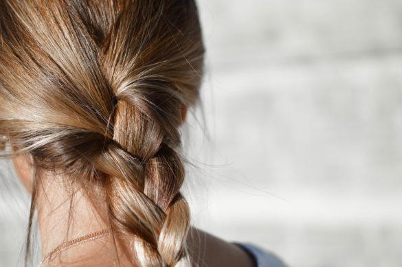 Dlaczego włosy wypadają? Jak powstrzymać wypadanie włosów? - blog - o - pielęgnacji- włosów - urodzie