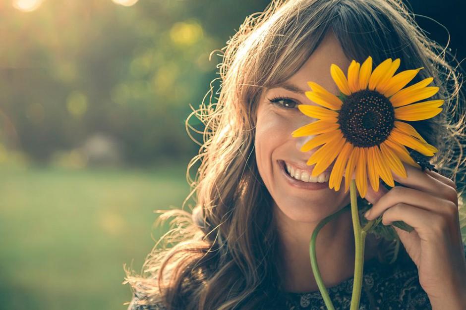 Zdrowe włosy i uśmiech to najpiękniejsze ubranie kobiety - 10 sposobów na zdrowe i odżywione włosy - blog o włosach i urodzie - Annively